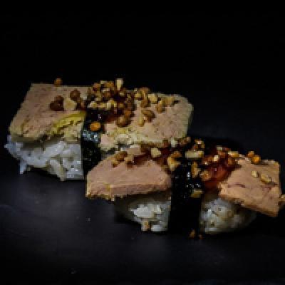 Foie gras, confiture de figue, éclats de noisettes