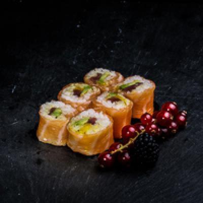 Saumon ROLL 7 Thon, shishimi, sauce curry, coco aux 7 épices, avocat, mangue