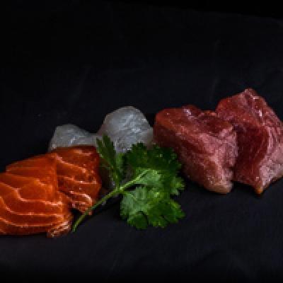 Sashimi sashiminimix (2 saumons, 2 thons, 2 daurades)