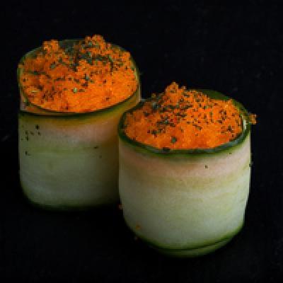 Tulipe - concombre, œuf de masago, ail des ours séché