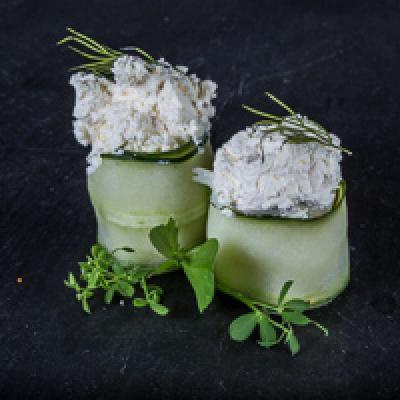 Tulipe - concombre, fromage de chèvre, brin d'aneth